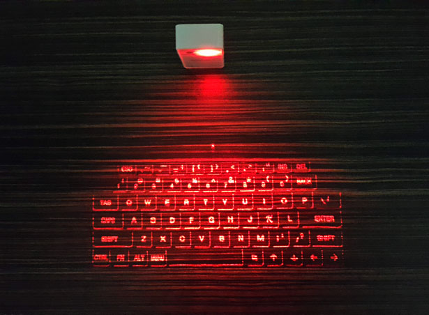 atongm-bluetooth-virtual-laser-keyboard-hands-on-review8
